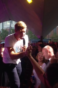 Jon Foreman of Switchfoot clasped my hand when interacting with the crowd